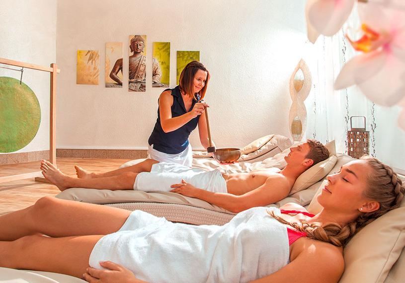 Therme_Erding_VitalOase_Lotus-Lounge_Klangschalenzeremonie relax paket