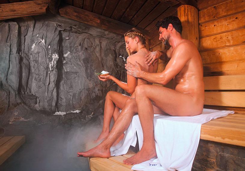 Therme_Erding_VitalTherme_Solestollen_Salzpeeling_Paar sauna paket